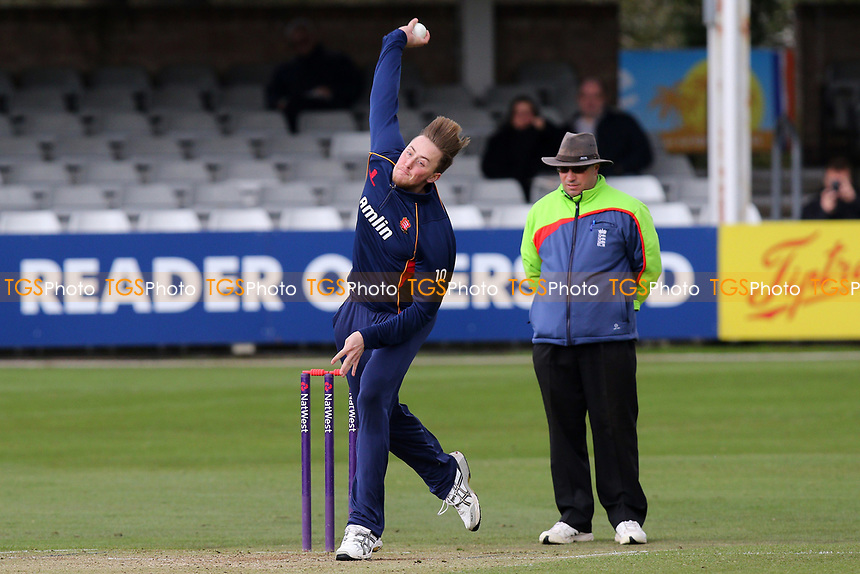 Ollie Robinson of Essex in bowling action during Essex CCC vs Middlesex CCC, T20 Pre-Season Friendly Cricket at the Essex County Ground on 26th March 2015