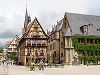 Markt mit Fachwerkhäusern und Rathaus, Quedlinburg, Sachsen-Anhalt, Deutschland, Europa, UNESCO-Weltkulturerbe<br /> townhall and halftimbered houses at Markt sqare in Quedlinburg, Saxony-Anhalt, Germany, Europe, UNESCO World Heritage
