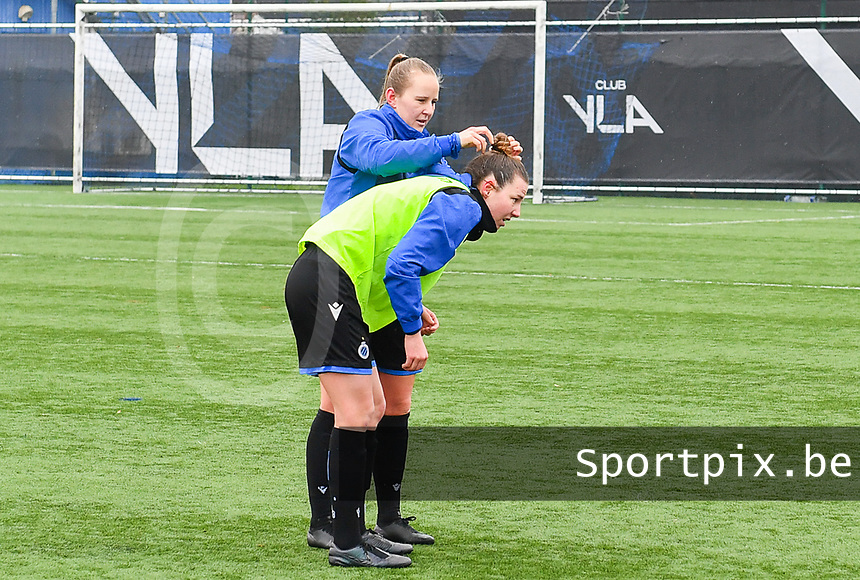Elle Decorte (7) of Club Brugge pictured helping Nicky Van Den Abbeele (28) of Club Brugge ahead of a female soccer game between Club Brugge Dames YLA and White Star Woluwe on the 12 th matchday of the 2020 - 2021 season of Belgian Scooore Womens Super League , saturday 30 January 2021  in Brugge , Belgium . PHOTO SPORTPIX.BE | SPP | DAVID CATRY