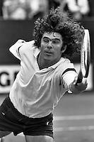 1987, Hilversum, Dutch Open, Melkhuisje, Willem van Hanegem slaat een balletje met collega voetballers