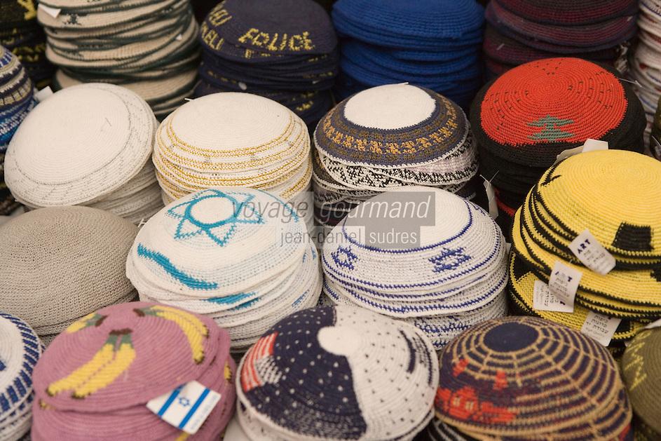 Asie/Israël/Judée/Jérusalem détail étal de kipas sur le marché Mahane Yehuda un des marchés les plus importants de la ville