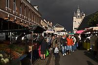 Europe/France/Picardie/80/Somme/Baie de Somme/ Rue: Le marché et le Beffroi de 1860