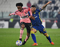 Calcio, Serie A: Juventus - Hellas Verona, Turin, Allianz Stadium, October 25, 2020.<br /> Juventus' Juan Cuadrado (l) in action with Hellas Verona's Mattia Zaccagno (r) during the Italian Serie A football match between Juventus and Hellas Verona at the Allianz stadium in Turin, October 25,,2020.<br /> UPDATE IMAGES PRESS/Isabella Bonotto