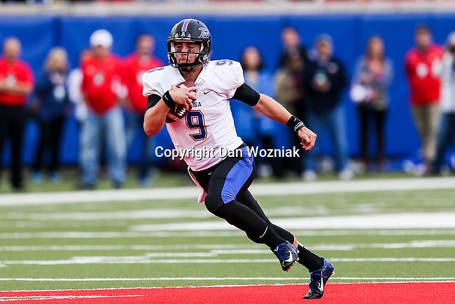Tulsa Golden Hurricane quarterback Dane Evans (9) in action during the game between the Tulsa Golden Hurricanes and the SMU Mustangs at the Gerald J. Ford Stadium in Dallas, Texas.