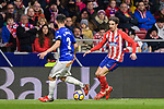 Sime Vrsaljko of Atletico de Madrid fights for the ball with Ruben Duarte of Deportivo Alaves during the La Liga 2017-18 match between Atletico de Madrid and Deportivo Alaves at Wanda Metropolitano Stadium on 16 December 2017 in Madrid, Spain. Photo by Diego Souto / Power Sport Images