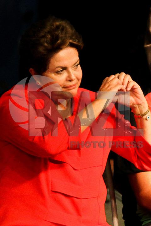 GUARULHOS, SP - 31.05.2014 - ALEXANDRE PADILHA - ALEXANDRE PADILHA - FESTIVAL DE CULTURA E ARTE DA JUVENTUDE DO PT - A presidente do Brasil, Dilma Rousseff, durante o festival de Cultura e Arte da Juventude do PT , realizado no Internacional Eventos, na cidade de Guarulhos, grande São Paulo, na noite deste sábado, 31. (Foto: Geovani Velasquez / Brazil Photo Press).