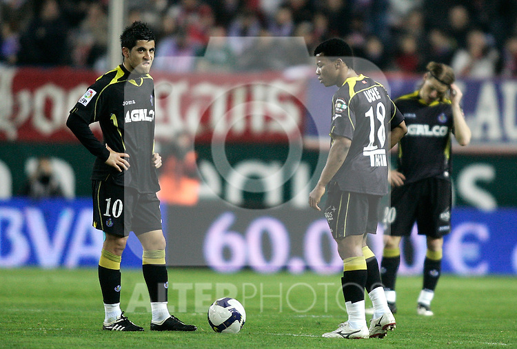 Getafe's Juan Albin and Ikechuwku Uche dejected during La Liga match, February 15, 2009. (ALTERPHOTOS/Alvaro Hernandez).