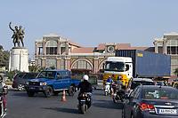 Senegal, Dakar city, Askari memorial at railway station Les Chemins de Fer du Senegal, Askari is a term for the native senegalese soldiers serving in the french colonial army / Askari Denkmal am Bahnhof Les Chemins de Fer du Senegal der Bahnlinie Dakar-Bamako, Askari ist ein Begriff fuer einheimische Soeldner die fuer die französische koloniale Truppe kämpften