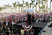 West Palm Beach, Florida.USA.October 29, 2004..Pro Kerry rally.
