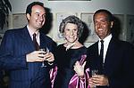 ENRICO COVERI, ANNA BONOMI BOLCHINI E CARLO BUOZZI <br /> FESTA ENRICO COVERI AL TOULA'<br /> MILANO 1989