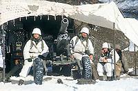 - mountain troops of Taurinense brigade during winter training at Col Busson (Susa valley), artillery emplacement with 105 mm howitzer ....- alpini della brigata Taurinense durante esercitazione invernale a  Col Busson (Val di Susa), postazione di artiglieria con obice da 105 mm..