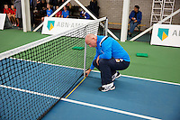 Januari 24, 2015, Rotterdam, ABNAMRO, Supermatch, Umpire Rob Mulder messures<br /> Photo: Tennisimages/Henk Koster