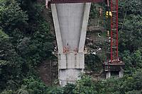 PUENTE DE CHIRAJARA - COLOMBIA, 11-07-2018:Implosión de la torre C , del colapsado puente de Chirajara donde murieron nueve trabajadores en el mes de enero  , Coviandes contrató a la firma Demoliciones Atila Implosión SAS, que empleó 200 kilos de explosivos marca Indugel , 3.000 metros de cordón detonante y 30 detonadores manipulados por 11 tecnicos en explosivos.Cuatro segundo duro la demolicion./Demolition of tower C of the collapsed bridge of Chirajara where nine workers died in the month of January, Coviandes hired Demoliciones Atila Implosión SAS, which used 200 kilos of Indugel brand explosives, 3,000 meters of detonating cord and 30 detonators manipulated by 11 technicians in explosives. Four second hard demolition. Photo: VizzorImage / Felipe Caicedo / Satff