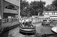 Au parc Belmont : dans le manège Le Fouet. Juillet 1953.