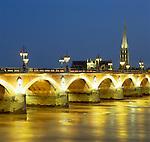 France, Aquitaine, Bordeaux: Pont De Pierre at Dusk | Frankreich, Aquitanien, Bordeaux: Pont De Pierre am Abend
