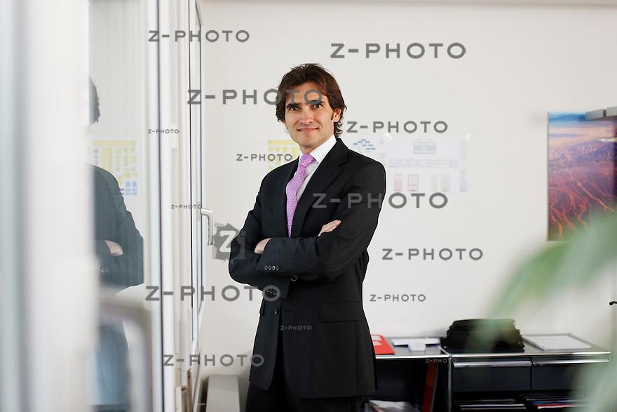 Portrait von Markus Binzegger / Leiter Key Account Management der Orell Fuessli Wirtschaftsinformationen AG, an der Hagenholzstrasse 81 in Zuerich am 26. Juli 2011..Copyright © Zvonimir Pisonic