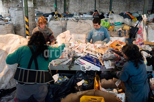 Argentina, Buenos Aires, Moron: the Nuovamente cooperative is a non-profit association. Based in Moron, 30km east of Buenos Aires. The main objective of the cooperative is working again on the relationship of the household waste with nature and emphasizes personal responsibility and practical ways for a possible solution to pollution generating the waste..The organization receives solid waste to dry and then are sorted and recycled.