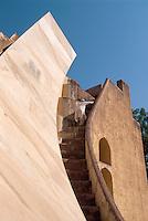Indien, Rajasthan, Jaipur, Observatorium Jantar Mantar erbaut ca. 1730 von Jai Singh, Unesco-Weltkulturerbe