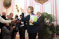 FRANCCOISE NYSSEN MINISTRE DE LA CULTURE - RENCONTRE AVEC LES REPRESENTANTS DES CIQ AFIN D OBTENIR LA CONSERVATION DE LA CARRIERE ANTIQUE DE LA CORDERIE - A MARSEILLE . FRANCE , LE 07/10/2017