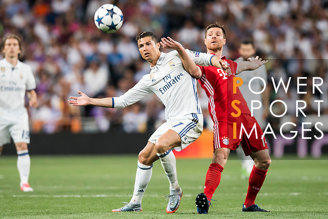 Cristiano Ronaldo (l) of Real Madrid fights for the ball with Xabi Alonso of FC Bayern Munich during their 2016-17 UEFA Champions League Quarter-finals second leg match between Real Madrid and FC Bayern Munich at the Estadio Santiago Bernabeu on 18 April 2017 in Madrid, Spain. Photo by Diego Gonzalez Souto / Power Sport Images