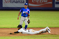 BARRANQUILLA - COLOMBIA, 30-11-2019: Andy Vasquez de Gigantes y Alejandro Villalobos de Vaqueros durante partido entre Gigantes de Barranquilla y Vaqueros de Montería como parte de La Liga Profesional de Béisbol Colombiano 2019/2020 jugado en el estadio Edgar Renteria de Barranquilla. / Andy Vasquez of Gigantes and Alejandro Villalobos of Vaqueros during match between Gigantes de Barranquilla and Vaqueros de Monteria as part of Colombian Professional Baseball League 2019/2020 played at Edgar Renteria stadium in Barranquilla city. Photo: VizzorImage / Alfonso Cervantes / Cont