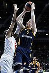 Real Madrid's Marcus Slaughter (l) and Alba Berlin's Niels Giffey during Euroleague match.March 12,2015. (ALTERPHOTOS/Acero)