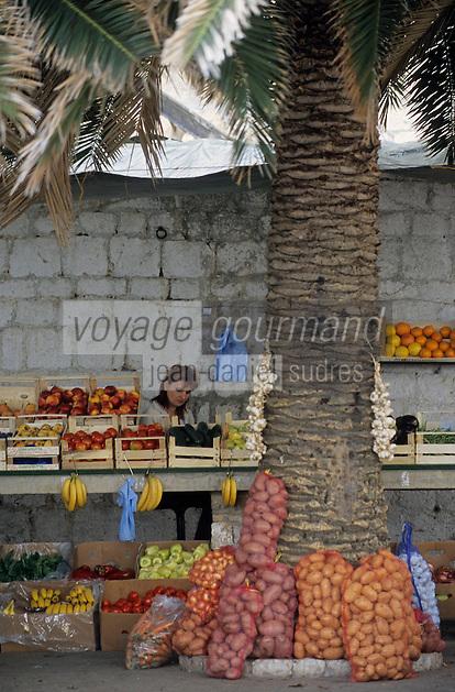 Europe/Croatie/Dalmatie/ Ile de Vis/Vis: Sur le amrché paysan  fruits et légumes