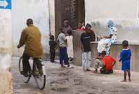 Afrique/Afrique de l'Est/Tanzanie/Zanzibar/Ile Unguja/Stone Town: Enfants, filles et garçons dans les rues de la vieille ville.