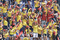 BARRANQUILLA - COLOMBIA -29-03-2016: Hinchas de Colombia animan a su equipo durante partido entre Colombia y Ecuador de la fecha 6 para la clasificación sudamericana a la Copa Mundial de la FIFA Rusia 2018 jugado en el estadio Metropolitano Roberto Melendez en Barranquilla./  Fans of Colombia cheer for their team during match between Colombia and Ecuador of the date 6 for the qualifier to FIFA World Cup Russia 2018 played at Metropolitan stadium Roberto Melendez in Barranquilla. Photo: VizzorImage / Gabriel Aponte / Cont