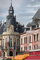 France, Calvados (14), Côte Fleurie, Trouville-sur-Mer,  l'hôtel de ville  et la Brasserie: les Vapeurs  // France, Calvados, Côte Fleurie, Trouville sur Mer, the City Hall and the Brasserie: Les Vapeurs