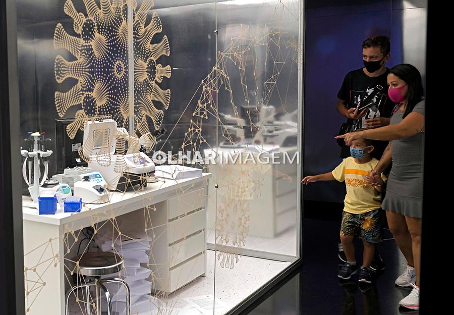 Exposição Coronaceno. Reflexoes da Era da Pandemia, Museu do Amanha. Rio de Janeiro, 2021. Foto Luciana Whitaker.
