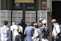 Campinas (SP), 07/04/2021 - Emprego - Movimento em agencia de emprego nesta quarta-feira (7). As novas restricoes da pandemia de covid-19 em Campinas, no interior de Sao Paulo, impactaram o total de vagas disponiveis no mercado de trabalho. No comparativo entre janeiro e marco, a queda no numero de vagas e de 69,5%. (Foto: Denny Cesare/Codigo 19/Codigo 19)