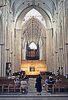 York: York Minster, Nave. Photo '90.