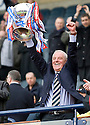 :: RANGERS MANAGER WALTER SMITH LIFTS THE 2011 CO-OPERATIVE INSURANCE CUP ::
