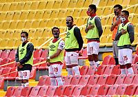 BOGOTA-COLOMBIA, 06-10-2020: Jugadores de Independiente Santa Fe, antes de partido de la fecha 12 entre Independiente Santa Fe y Alianza Petrolera, por la Liga BetPlay DIMAYOR 2020-I, en el estadio Nemesio Camacho El Campin de la ciudad de Bogota. / Players of Independiente Santa Fe, prior a match of the 12th date between Independiente Santa Fe and Alianza Petrolera, for the BetPlay DIMAYOR Leguaje 2020-I at the Nemesio Camacho El Campin Stadium in Bogota city. / Photo: VizzorImage / Luis Ramirez / Staff.