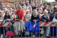 Roma, 2 Giugno 2016<br /> Gente in attesa della parata.<br /> Celebrazioni e parata militare per il 70°anniversario della Repubblica italiana.<br /> Rome, June 2, 2016<br /> Celebration and military parade for the 70th anniversary of the Italian Republic