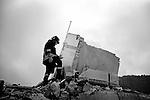 EARTHQUAKE IN ABRUZZO: THE FIRST 72 HOURS..L'AQUILA, PAGANICA, ONNA..Via XX Settembre, un vigile del fuoco cammina sulle macerie dell'edficio che ospitava numerose famiglie crollato durante la scossa della notte. Sotto ci sono ancora diverse persone da trarre in salvo.