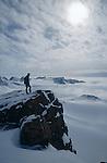 Sommet du Mitivagkat (973 m) au dessus d'Ammasalik en ski. Groënland (côte Est). Région d'Angmagssalik (Ammasalik ou Tassilaq). Mitivagkat summit (973 m) nearby Ammasalik. Greenland (East coast).