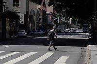 Campinas (SP), 25/03/2021 - Covid-SP - Av Francisco Glicério. Movimentação na região central de Campinas, no interior de São Paulo, nesta quinta-feira (25). A cidade vai ampliar as medidas restritivas na quarentena a partir desta sexta-feira (26). Com as novas regras, será permitido o acesso de apenas uma pessoa por família em serviços essenciais, como supermercados e padarias, e o drive-thru será exclusivo para alimentação - comércio em geral poderá atender somente por delivery.
