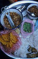 Asie/Birmanie/Myanmar/Yangon: Marché Bogkyore Aung San - Détail nourriture dans les petits restaurants de rue