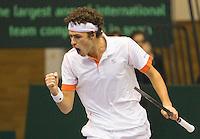 04-03-11, Tennis, Oekraine, Kharkov, Daviscup, Oekraine - Netherlands, Robin Haase  juigt, hij pakt de derde set