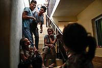 """Comedor Comunitario en la colonia San Luis de Hermosillo Sonora no se da abasto para atender a la Caravana del Migrante conformada por un contingente de 600 personas su mayoría de origen centroamericano, que arribo a Hermosillo a bordo del tren conocido como """"La Bestia"""", provienen de la frontera Sur del País y con rumbo a la ciudad de Mexicali donde continuaran el viaje hasta Tijuana.<br /> La caravana tiene como objetivo solicitar <br /> asilo a Estados Unidos y algunos integrantes piensan solicitar una visa humanitaria en Mexico para laborar en los campos de Sonora y Baja California.<br /> (Photo: AP/Luis Gutierrez)"""
