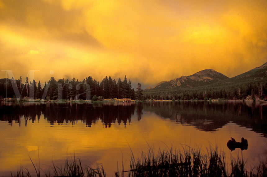 AJ1727, Rocky Mountain National Park, sunrise, mountains, lake, Colorado, clouds, Rocky Mountains, Reflection of the mountains at [sunset, sunrise] on the calm waters of Sprague Lake in Rocky Mountain National Park.