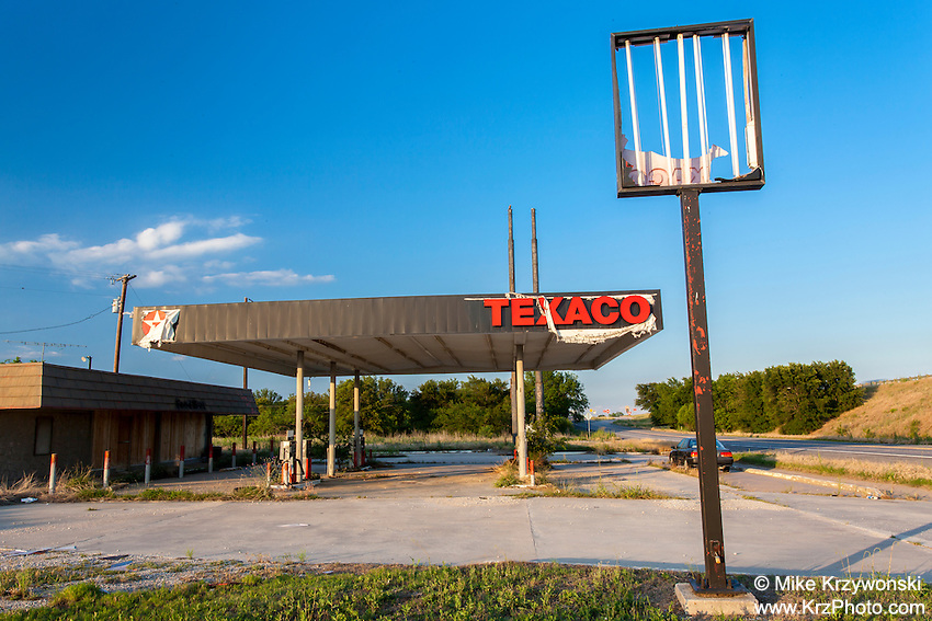 Abandoned Texaco gas station in Thurber, TX