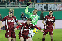Naldo (Wolfsburg) gegen Maximilian Ahlschwede (OFC)