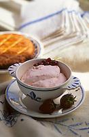 """Europe/France/Bretagne/29/Finistère/Audierne: Mousse de fraises  de Plougastel- Recette d'Adolphe Bosser chef du restaurant """"Le Doyen"""""""