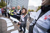 Am Donnerstag den 6. November 2014 protestierten Lehrbeauftrage der Universitaeten und Hochschulen in Berlin gegen ihre prekaeren Beschaeftigungsbedingungen vor der Senatsverwaltung fuer Bildung, Jugend und Wissenschaft.<br /> An den Hochschulen Berlins sind mehr als 6.300 Lehrbeauftragte beschaeftigt, fast doppelt so viele wie Professuren. Waehrend die aber meist noch immer Beamte auf Lebenszeit sind, muessen die Lehrbeauftragten bei nahezu gleichen Taetigkeiten meisst ohne Arbeitsvertrag arbeiten.<br /> Der Protest wurde von der Gewerkschaft Erziehung und Wissenschaft, der Deutschen Orchestervereinigung und der Dienstleistungsgewerkschaft ver.di unterstuetzt.<br /> Im Bild: Lehrbeauftragte der Alice Salomon-Hochschule Berlin.<br /> 6.11.2014, Berlin<br /> Copyright: Christian-Ditsch.de<br /> [Inhaltsveraendernde Manipulation des Fotos nur nach ausdruecklicher Genehmigung des Fotografen. Vereinbarungen ueber Abtretung von Persoenlichkeitsrechten/Model Release der abgebildeten Person/Personen liegen nicht vor. NO MODEL RELEASE! Don't publish without copyright Christian-Ditsch.de, Veroeffentlichung nur mit Fotografennennung, sowie gegen Honorar, MwSt. und Beleg. Konto: I N G - D i B a, IBAN DE58500105175400192269, BIC INGDDEFFXXX, Kontakt: post@christian-ditsch.de<br /> Urhebervermerk wird gemaess Paragraph 13 UHG verlangt.]