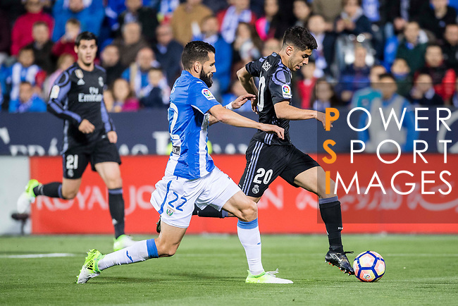 Marco Asensio Willemsen (r) of Real Madrid battles for the ball with Lluis Sastre Reus of Deportivo Leganes during their La Liga match between Deportivo Leganes and Real Madrid at the Estadio Municipal Butarque on 05 April 2017 in Madrid, Spain. Photo by Diego Gonzalez Souto / Power Sport Images