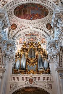 Deutschland, Niederbayern, Passau: Dom St. Stephan mit der groessten Domorgel der Welt   Germany, Lower Bavaria, Passau: cathedral St. Stephan with the largest cathedral organ in the world
