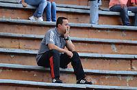 ENVIGADO -COLOMBIA, 8-NOVIEMBRE-2015. Juan Carlos  Sanchez  director tecnico del Envigado FC en accion contra Patriotas de Boyacá fue expulsado del partido fecha 19 de la Liga Aguila II 2015 jugado en el estadio Polideportivo Sur./ Juan Carlos Sanchez coach of Envigado FC in actions against  of Patriotas de Boyacá  of the match between Envigado FC  and Patriotas de Boyacá for the date 19 of the Aguila League II 2015 played at Polideportivo Sur . Photo: VizzorImage / Leon Monsalve / Str